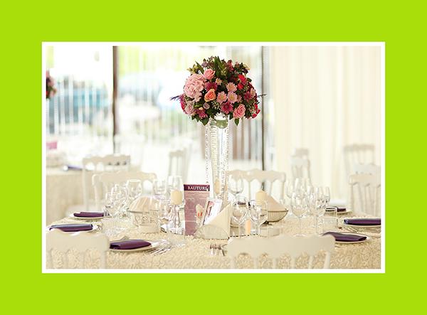 Hochzeits Tischdeko mit Vasen lang