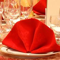 Servietten falten Hochzeit Tischdeko rot