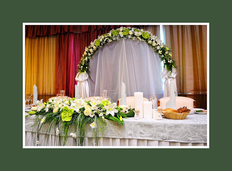 Brautpaartisch Dekoration Blumen
