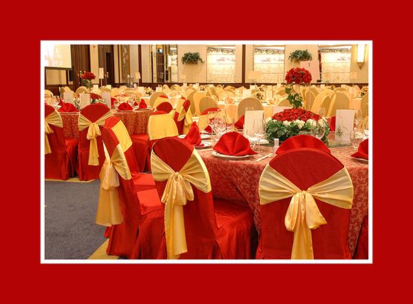 Hochzeitsdeko runder Tisch rot 2