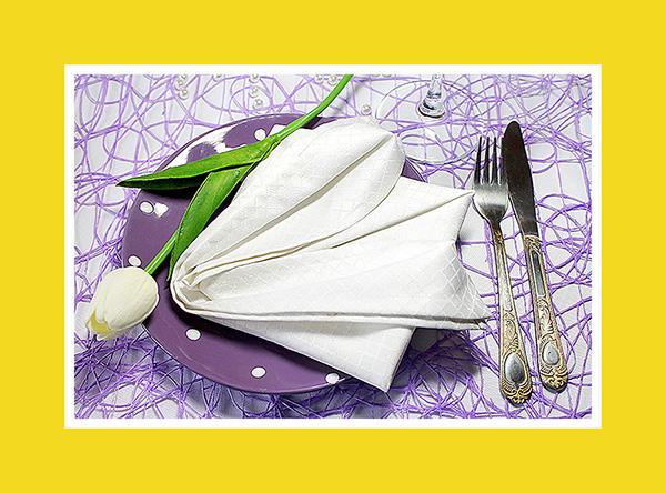 Tischdekoration für Hochzeit weisse Lilie aus Stoffserviette