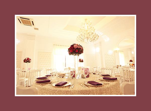 Tischdeko Hochzeit mit grossen Vasen